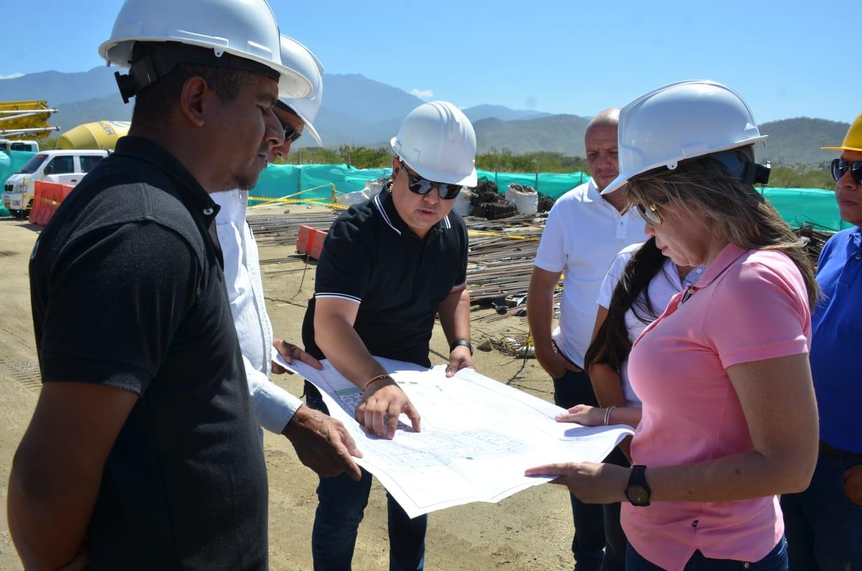 Alcaldesa Virna Johnson inspecciona obras y ratifica que la educación es prioridad en su Gobierno