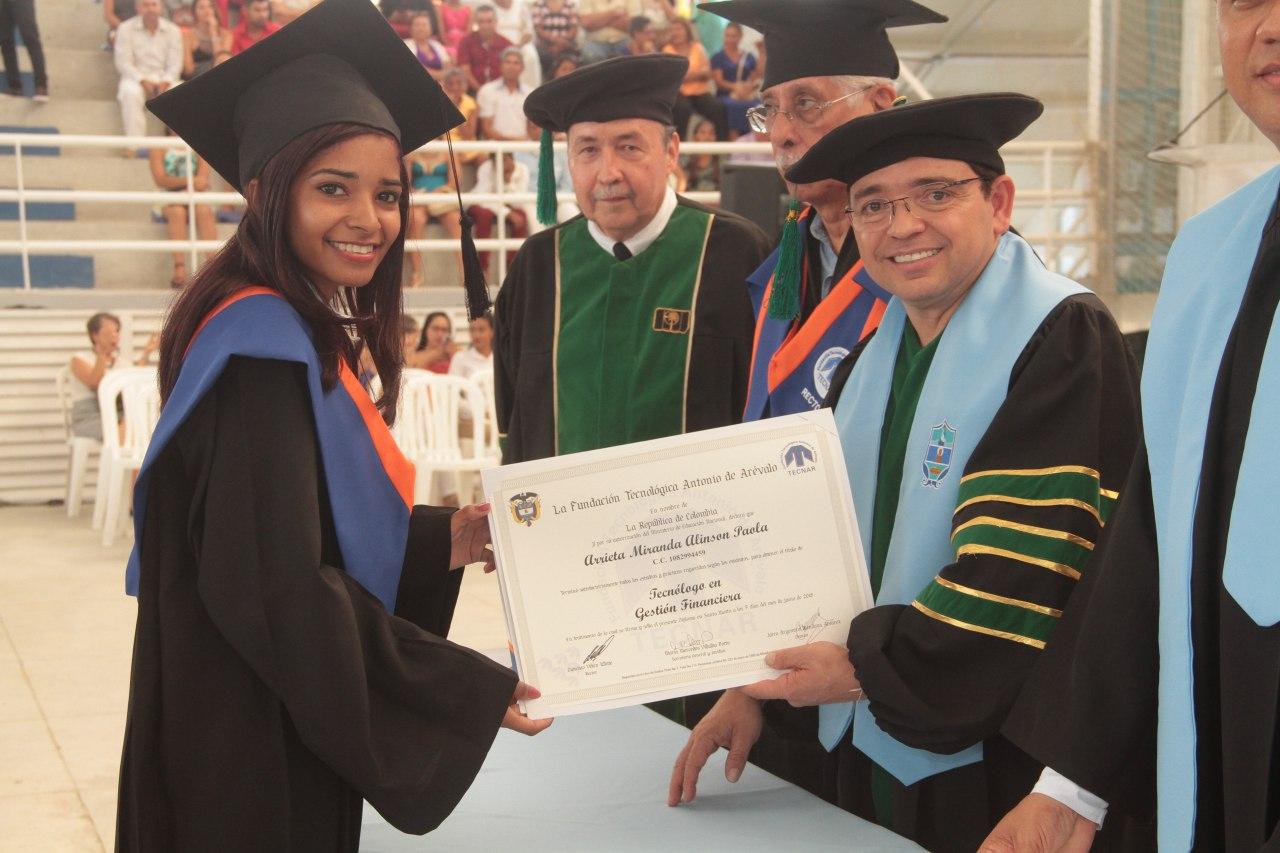 Distrito otorgó 371 títulos en la ceremonia de graduación de programas técnicos profesionales y tecnológicos