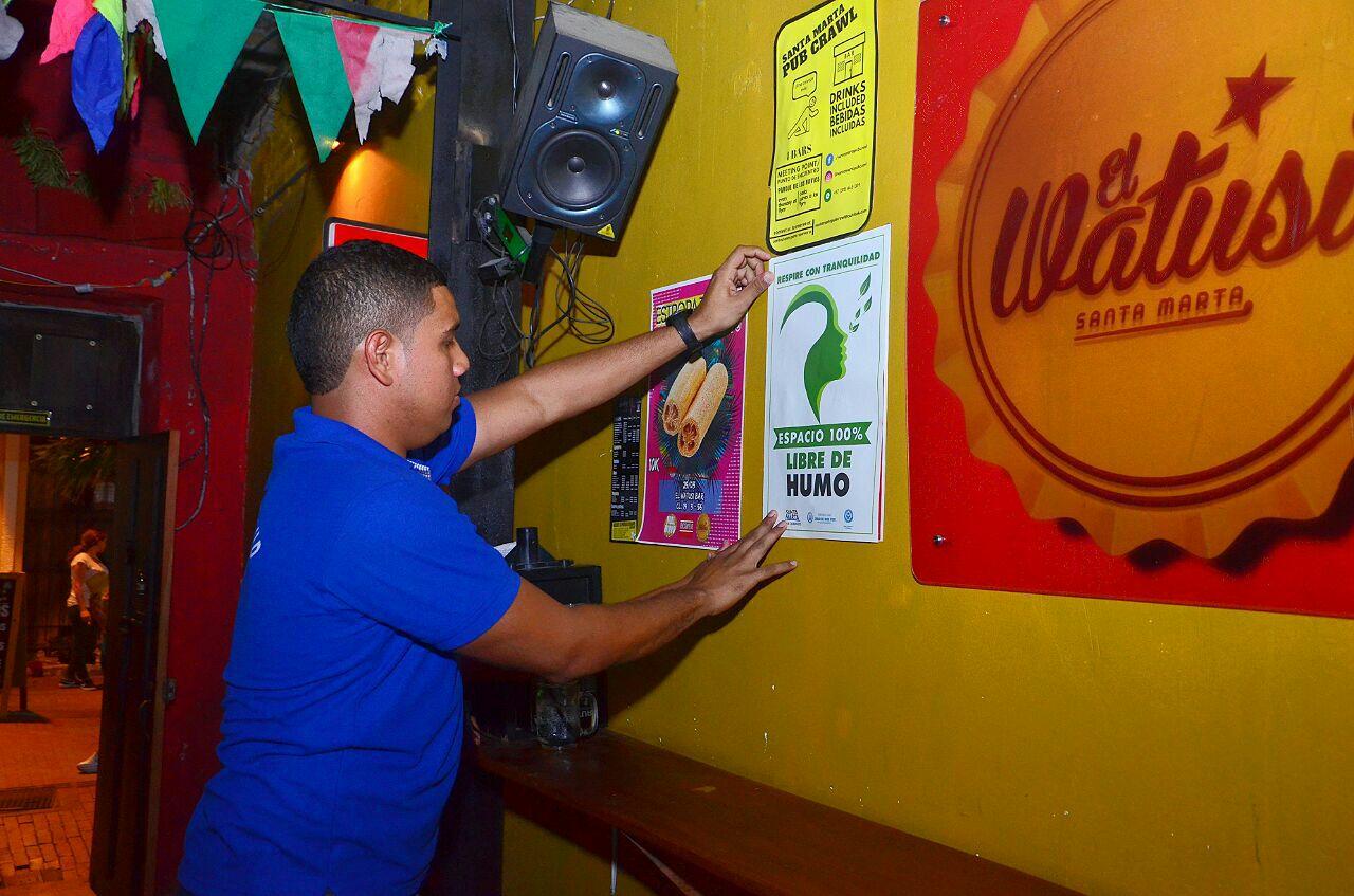 Distrito sensibiliza a samarios y visitantes en el consumo de tabaco