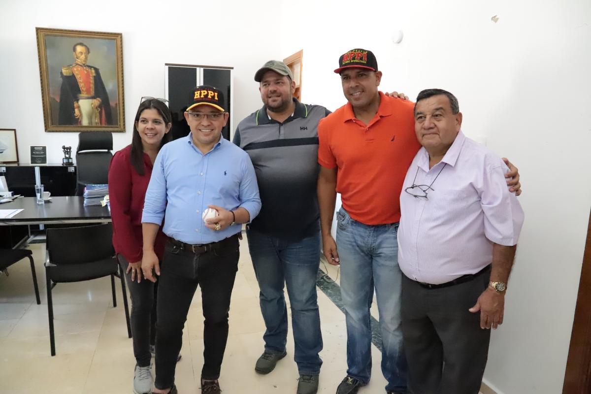 Alcalde Rafael Martínez fortalece formación del béisbol menor en Santa Marta