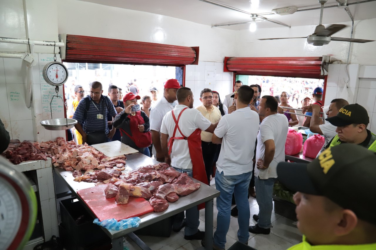 416 kilos de carne incautada y 3 capturados dejó operativo en el Mercado Público