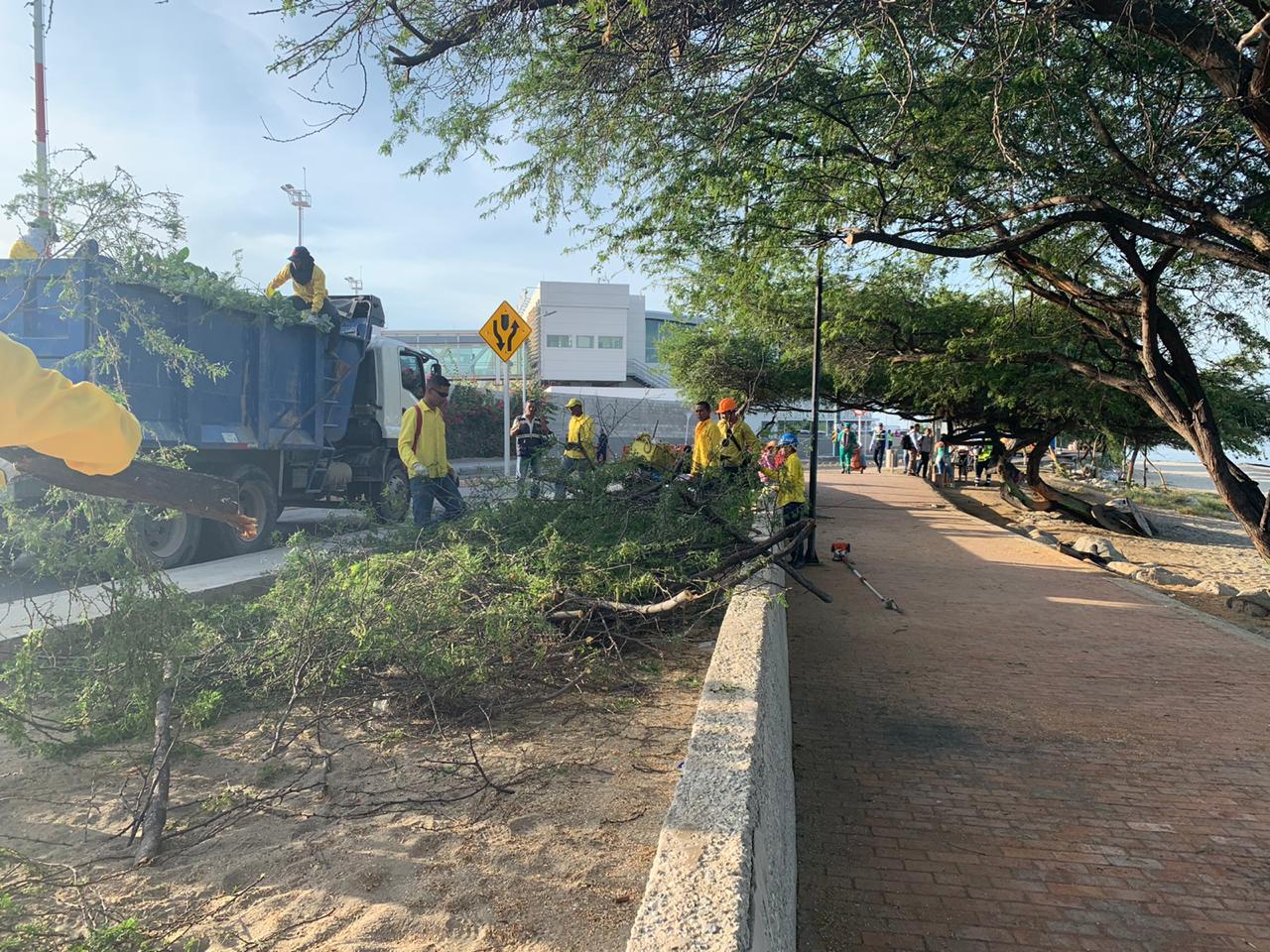 Essmar realiza limpieza en los principales sitios turísticos de Santa Marta