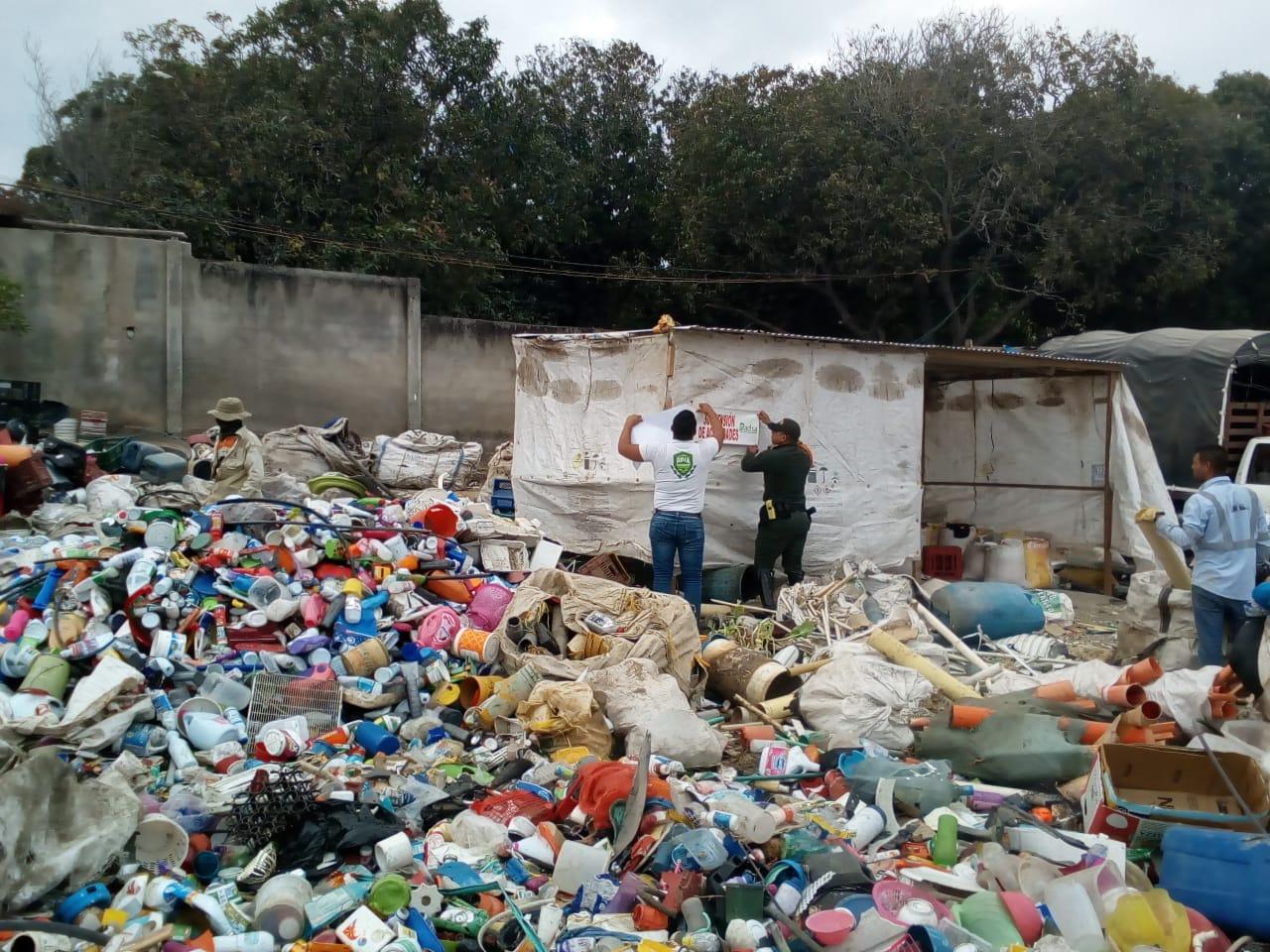 Dadsa aplica sanciones a un almacén de cadena, un parqueadero y a dos empresas recicladoras