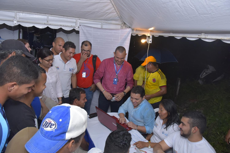 Alcalde Martínez recibió hojas de vidas para 70 vacantes