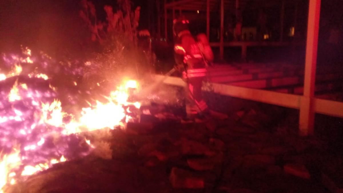 Ogricc y Bomberos investigan causas de doble incendio en CDI de Bonda