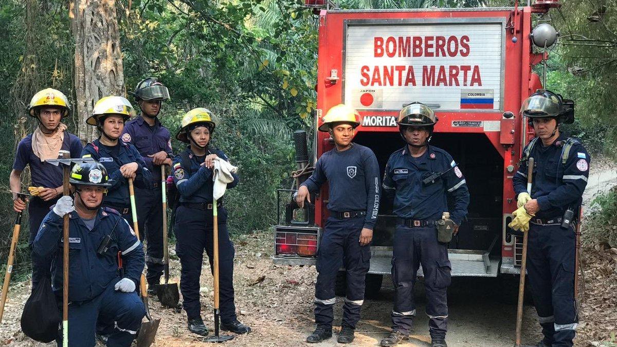 Alcaldía de Santa Marta y Bomberos atienden incendio forestal en Tigreras
