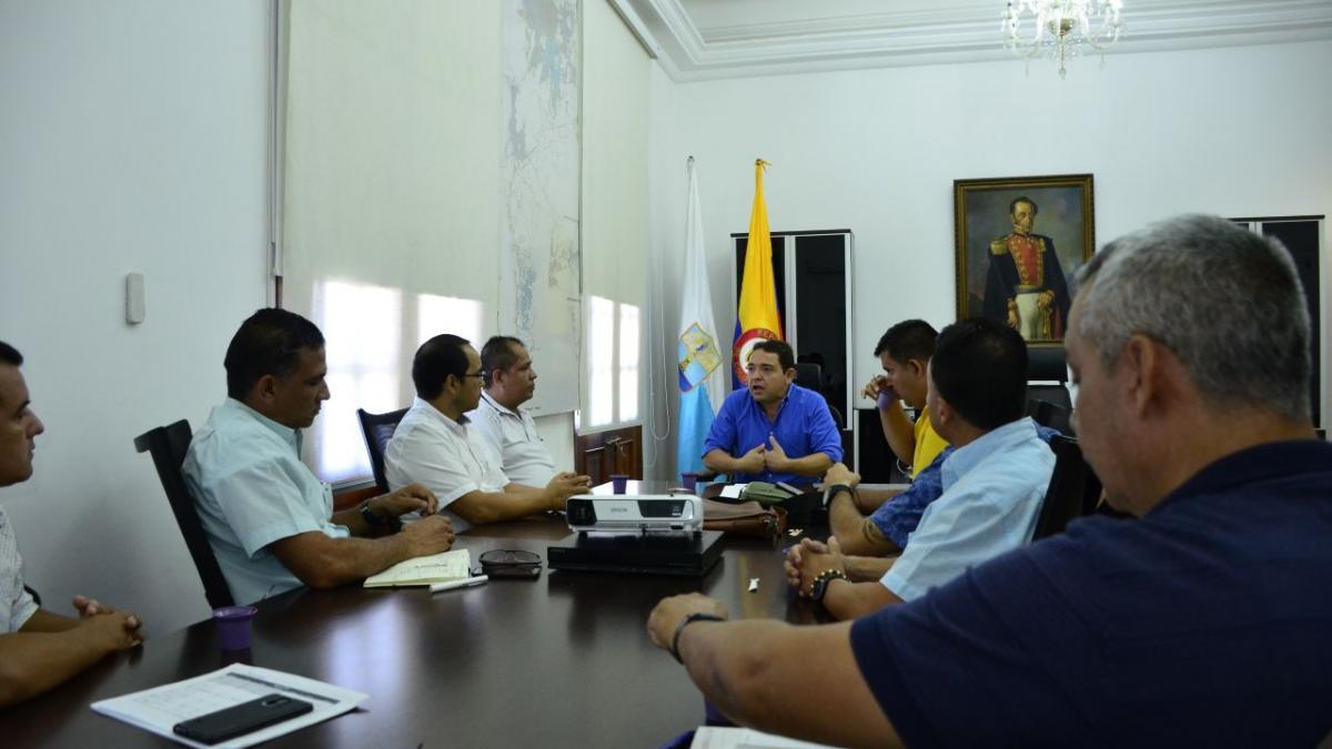 El alcalde Rafael Martínez sostuvo dos reuniones con los conductores y propietarios de taxis de la ciudad.