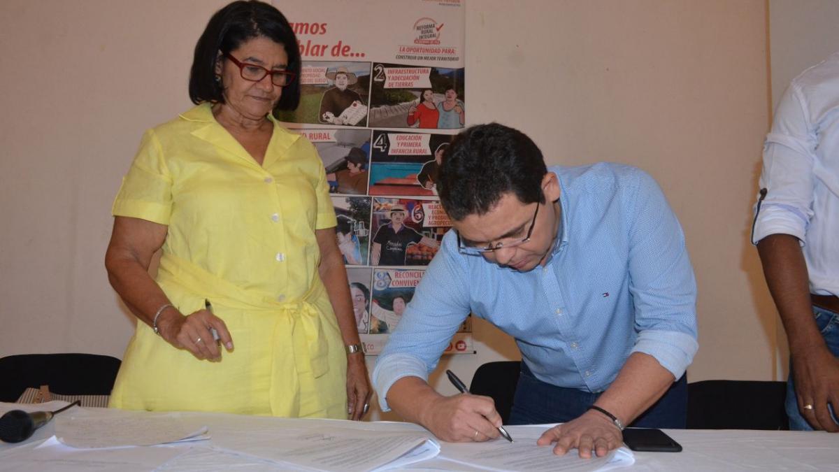 Alcalde firmó pacto municipal del Plan de Desarrollo con Enfoque Territorial para la Zona Rural del Distrito