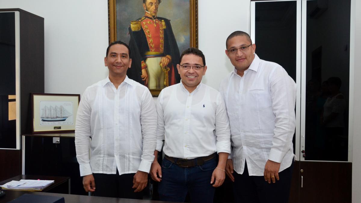 Alcalde Martínez posesiona a 2 nuevos jueces administrativos del Circuito