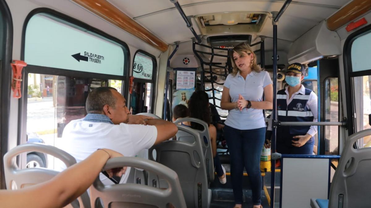 Alcaldesa supervisa que samarios y turistas cumplan con las medidas de prevención del Covid -19