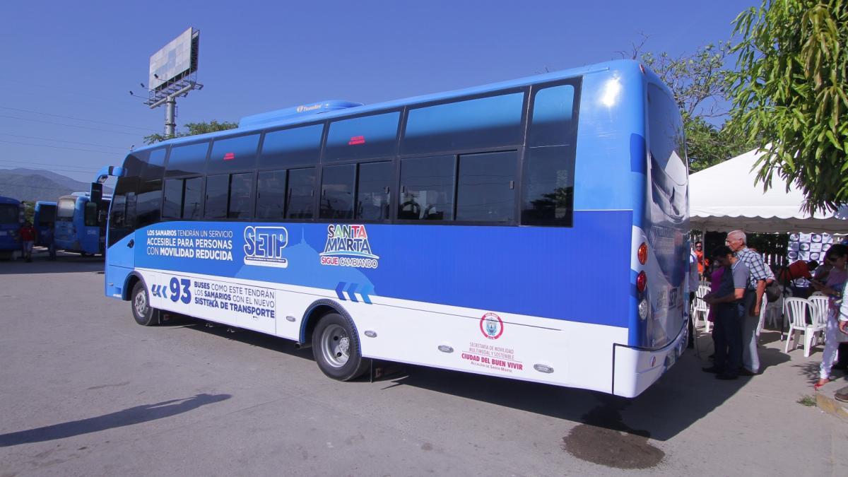 Llegó el primero de 20 modernos buses para sistema de transporte público samario