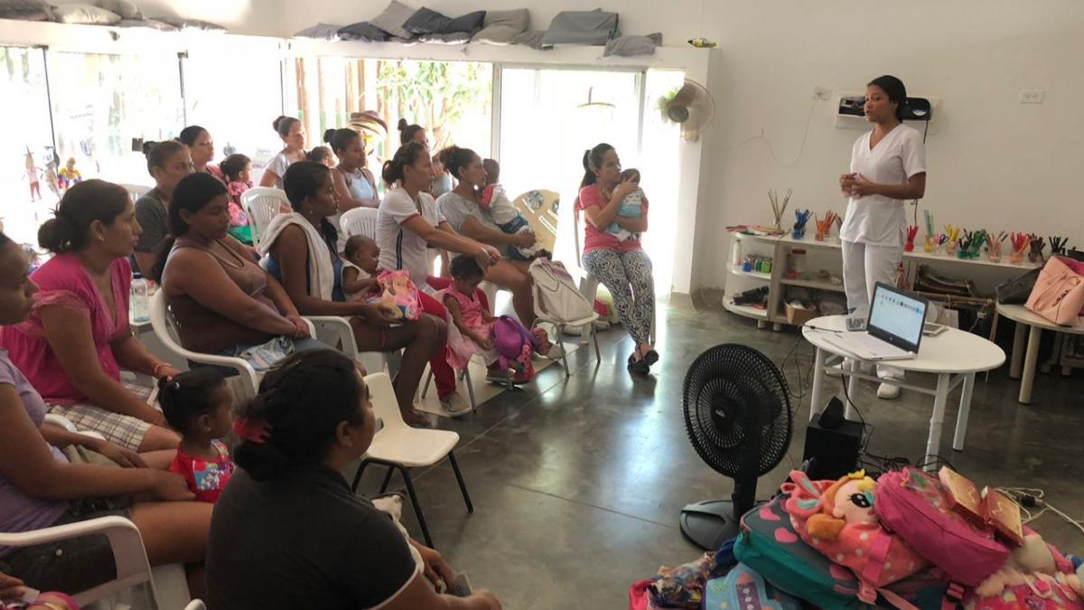 Distrito capacitó a mujeres en realización del autoexamen de mama