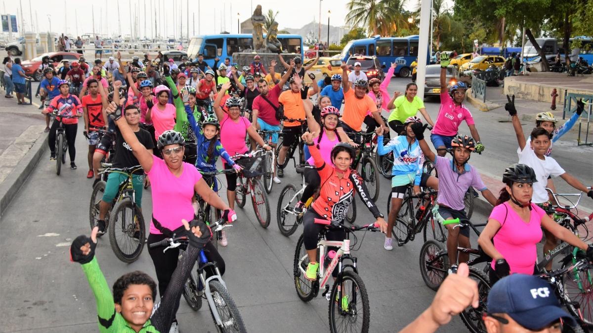 """Cerca de dos mil samarios se montaron en el ciclopaseo """"Muévete en tu bici paseando por Santa Marta"""""""