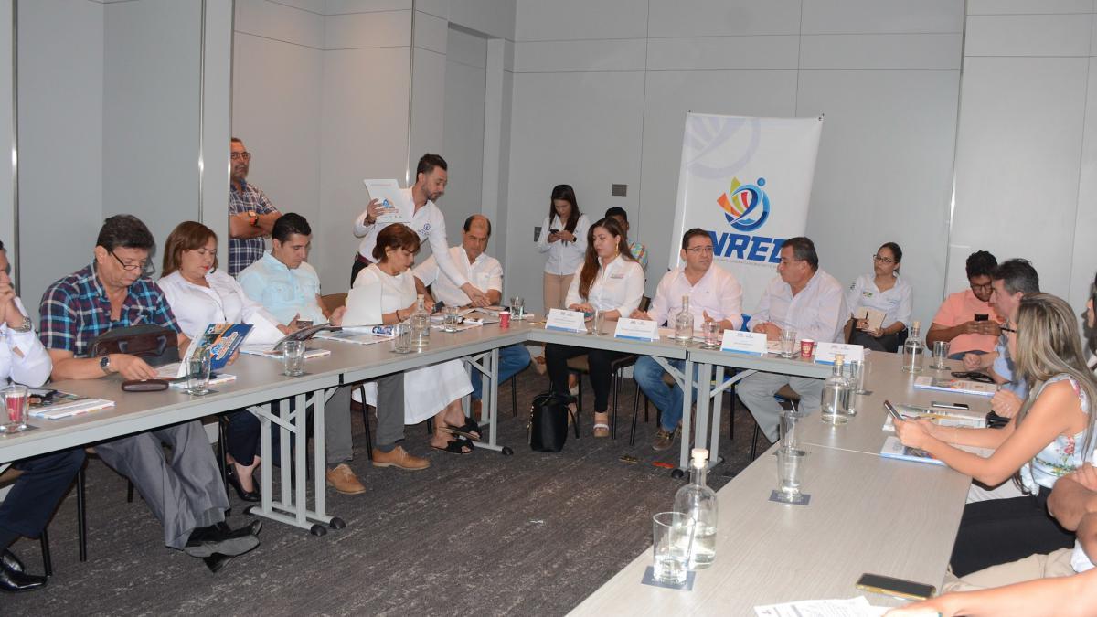 Alcalde comercializa agenda deportiva internacional con empresarios de Santa Marta