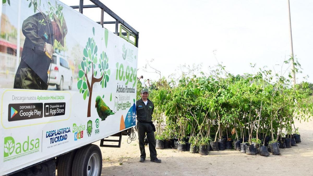 Distrito conmemora Día de la Tierra con siembra de 400 árboles en la orilla del río Manzanares