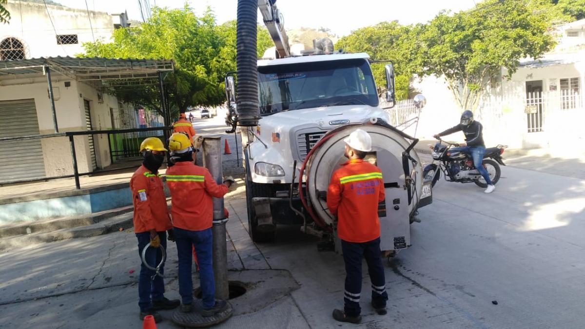 Con mantenimientos preventivos, Essmar busca mejorar servicio de alcantarillado en El Pando y María Eugenia