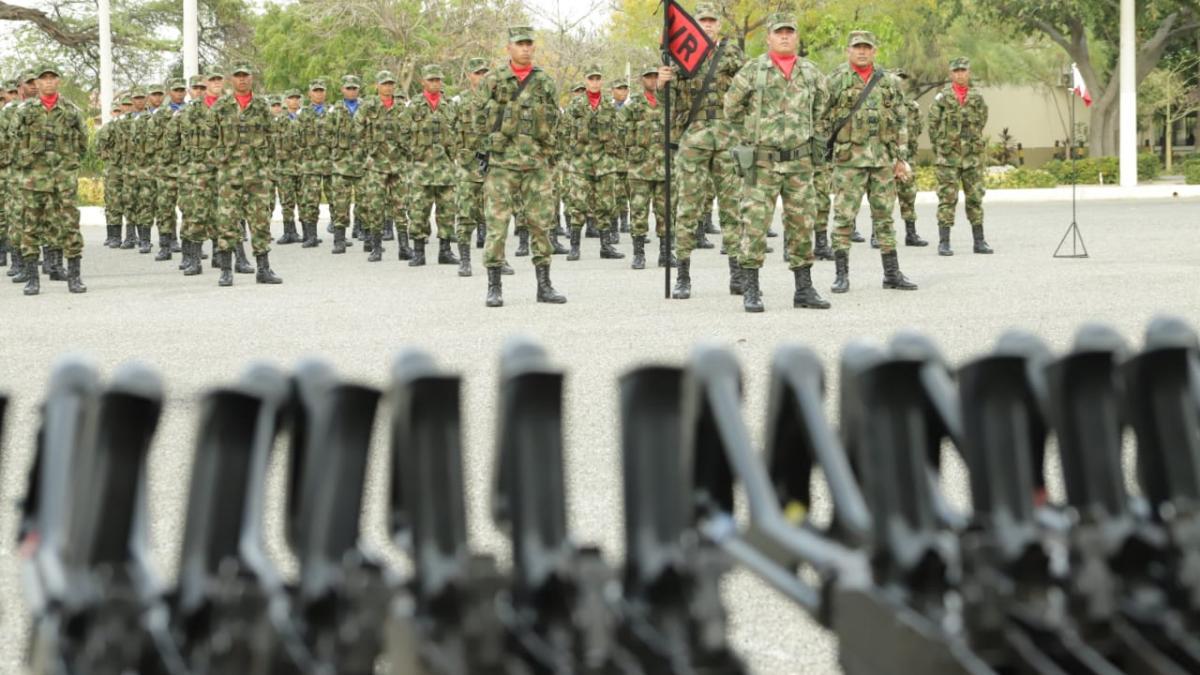 Distrito acompañó a Primera División en entrega de armas del primer contingente de soldados del 2019