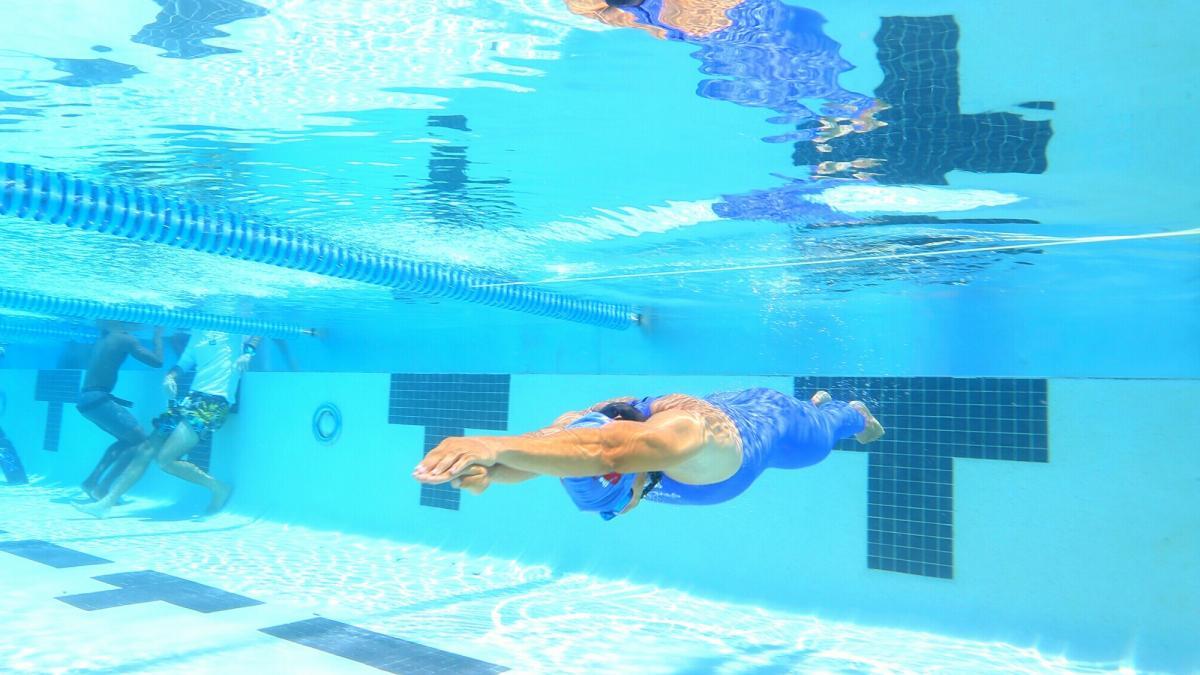 Las aletas de velocidad de las subacuáticas se toman Complejo Vida de Santa Marta