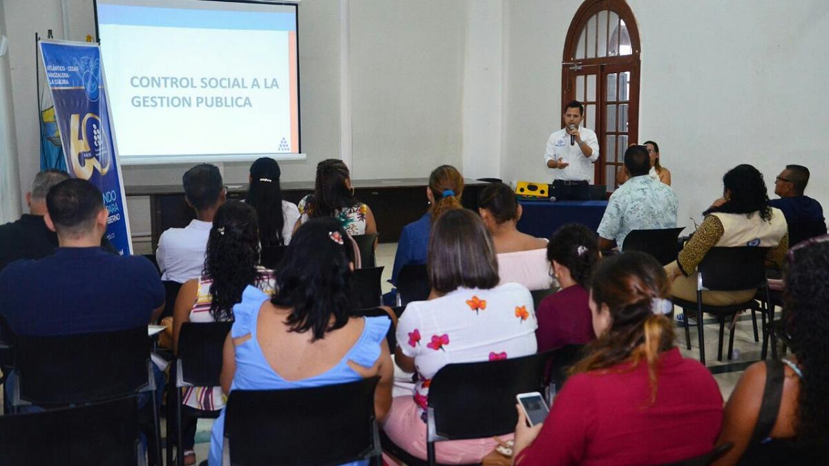 Cerca de 200 líderes cívicos se capacitan en control social en el sector público