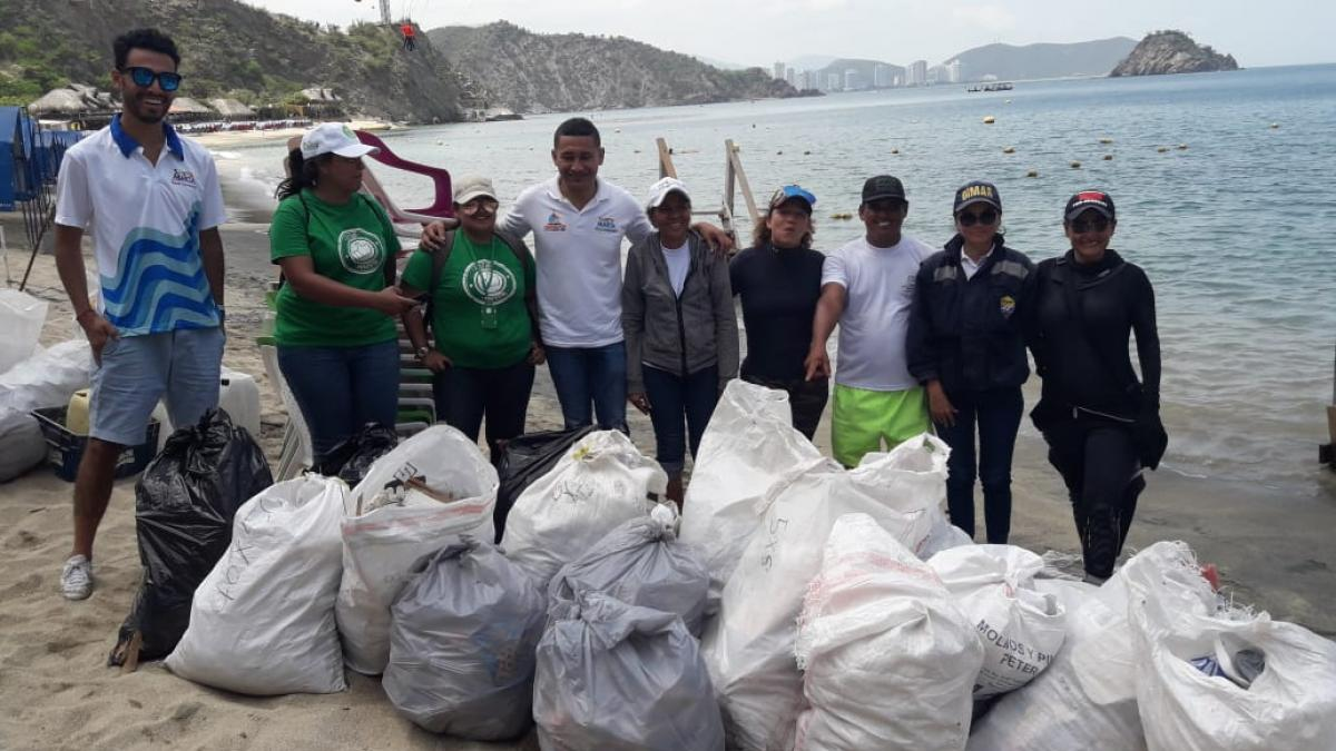 Indetur, Dadsa y demás autoridades se unen por limpieza de Playa Blanca con miras a galardón internacional