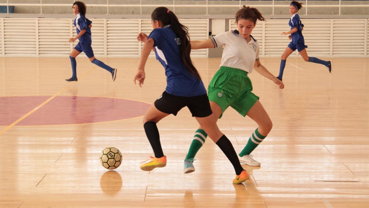 Inred apoya zonal clasificatorio de fútbol de salón femenino y vacacional en Los Almendros