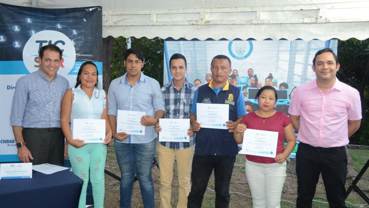 Dirección TIC y Fundación Telefónica certificaron el 1er grupo de Escuela TIC Familia en Bonda