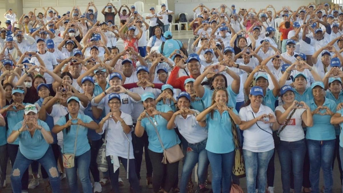 Alcaldía beneficia con 200 kits a adultos mayores del Distrito