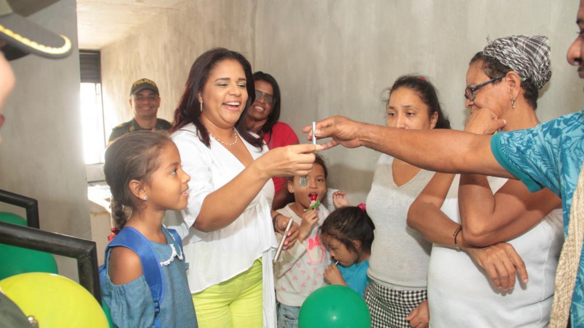 Alcaldía acompaña a Minvivienda en reasignación y entrega de casa en Ciudad Equidad