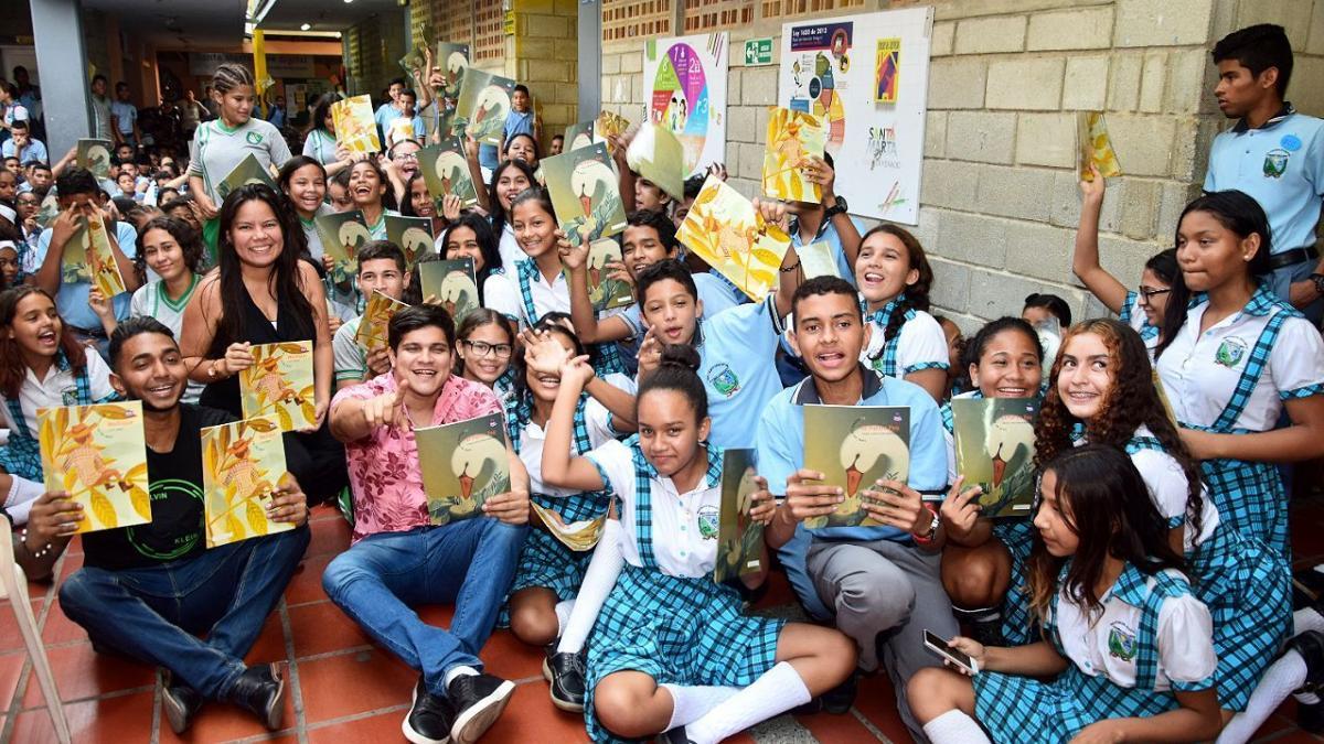 Distrito realizó jornada de entrega de libros a estudiantes de la IED Edgardo Vives Campo