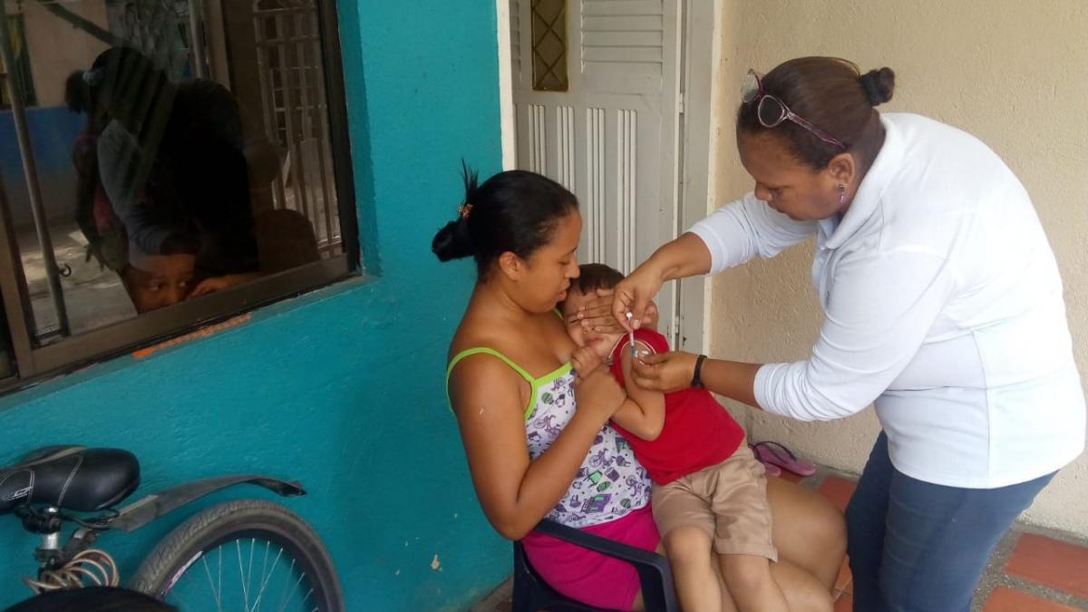 La ESE Distrital continúa la vacunación casa a casa