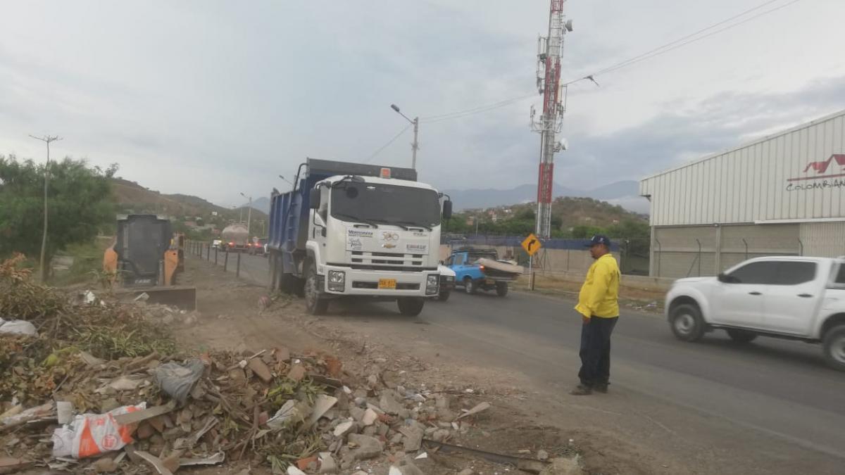 Essmar retiró 60 toneladas de escombros en la vía Alterna