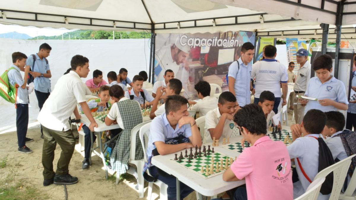 Ajedrez y tablets para los jóvenes en la Feria Temática de Educación