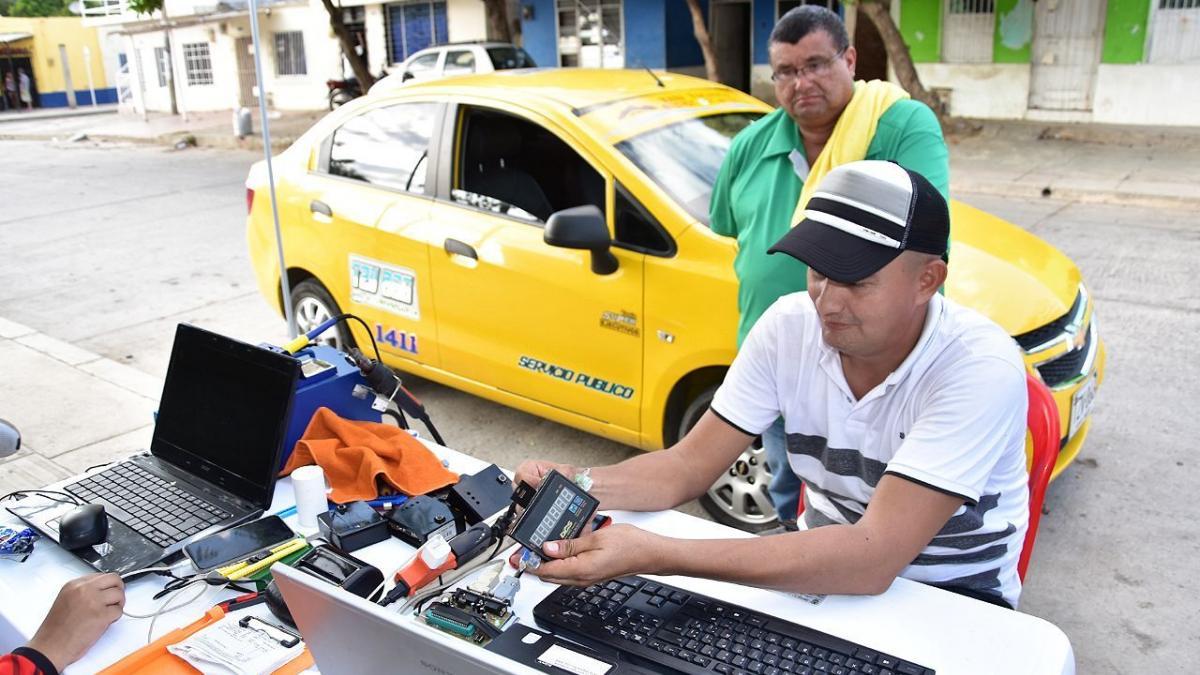 Secretaría de Movilidad inicia controles de verificación en la calibración del taxímetro para el cobro de la nueva tarifa