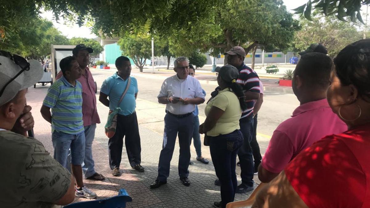 Alcaldía del Cambio dialogó con vendedores ambulantes  del estadio Eduardo Santos