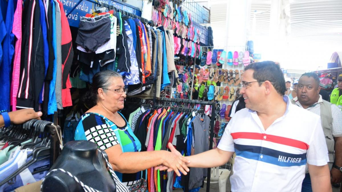 Alcalde Martínez incentiva el comercio local en la Gran Feria 'Vamo pa' la Galería'