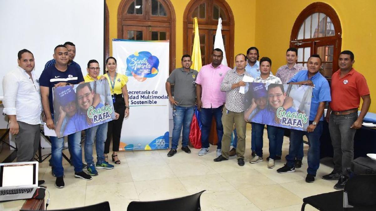 Alcalde Martínez entrega reconocimiento a los taxistas mejor calificados en la App 'Buen Taxi'