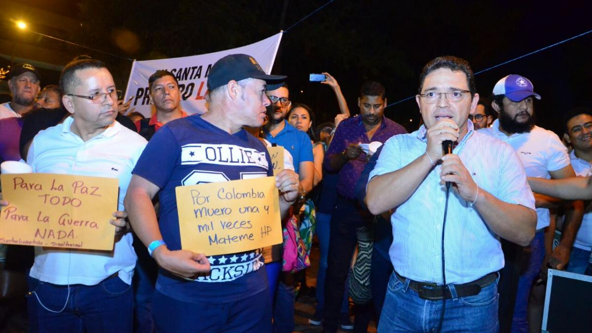 Alcalde y autoridades encienden la 'luz de la vida' en rechazo a crímenes contra líderes sociales