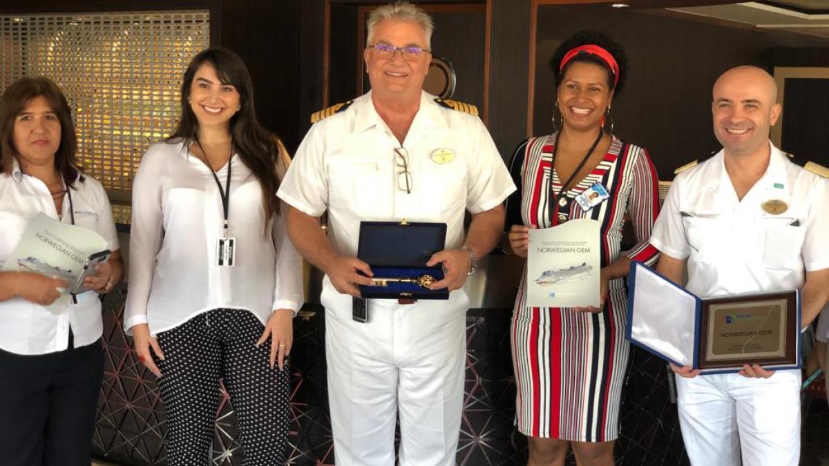 Alcaldía entregó llaves de Santa Marta a capitán del Norwegian Gem