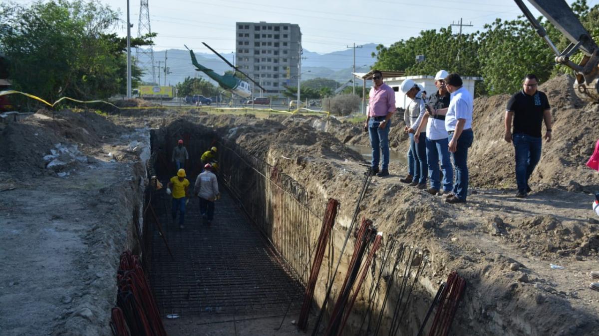 Alcalde Martínez supervisa avance de obra el Colector Pluvial de la Troncal del Caribe