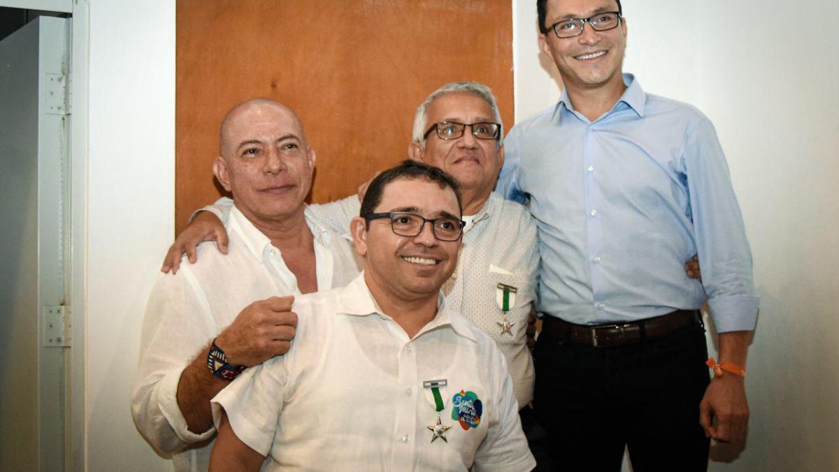 Alcalde Martínez condecorado con ´Medalla al Mérito Ciudadano´|