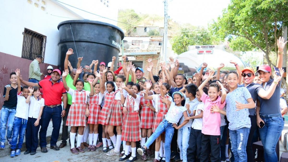 400 habitantes del barrio Pastrana se benefician con instalación de tanque de 10 mil litros de agua