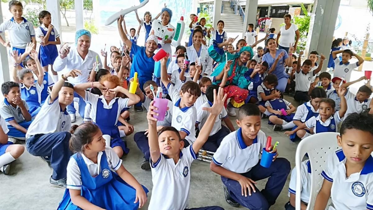 200 estudiantes beneficiados en jornada de salud oral