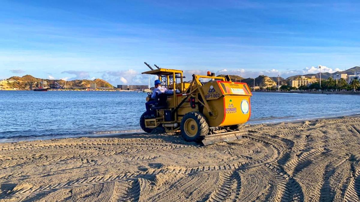 Essmar realiza limpieza y oxigenación de playas en la Bahía