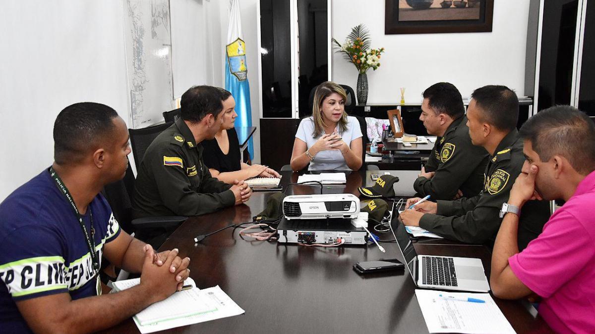 Alcaldesa Virna Johnson solicita al nuevo comandante reforzar la operatividad en la zona urbana y rural del Distrito