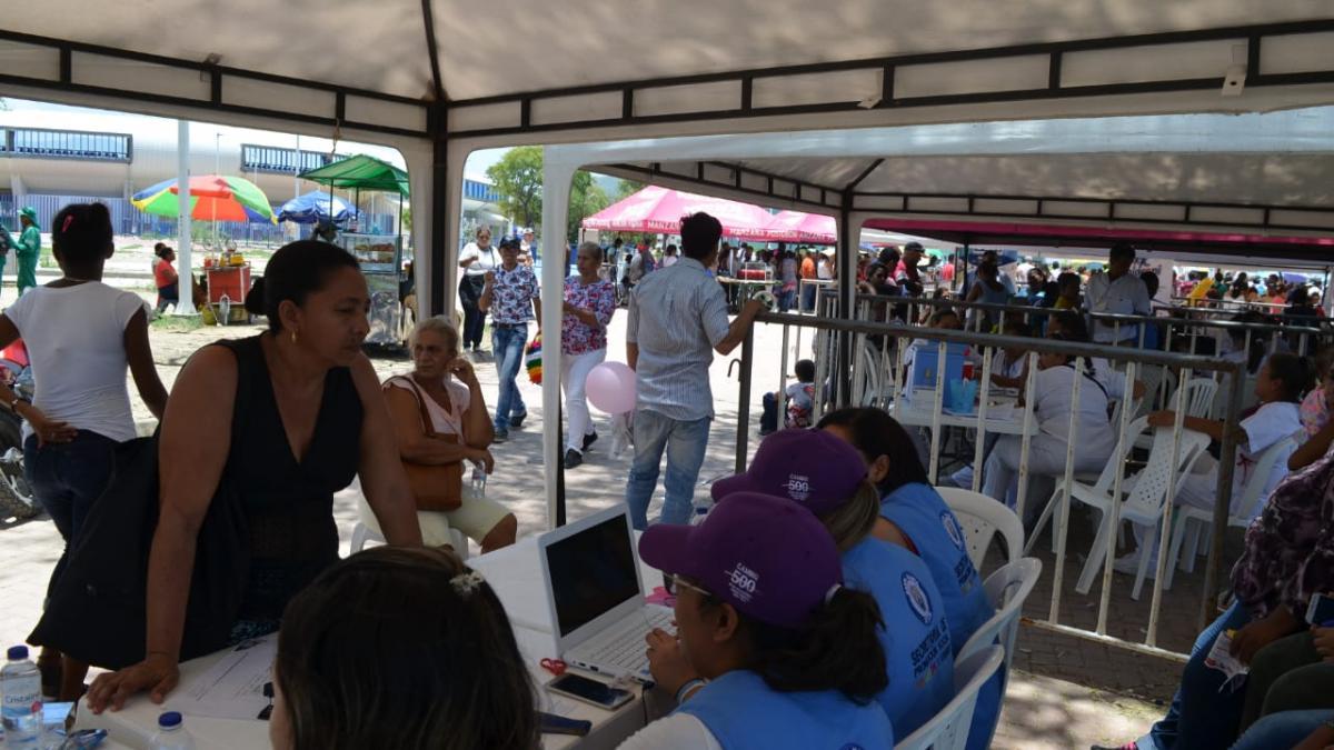 Alcaldía del Cambio lleva oferta institucional a población vulnerable en la misión humanitaria del Buque Comfort