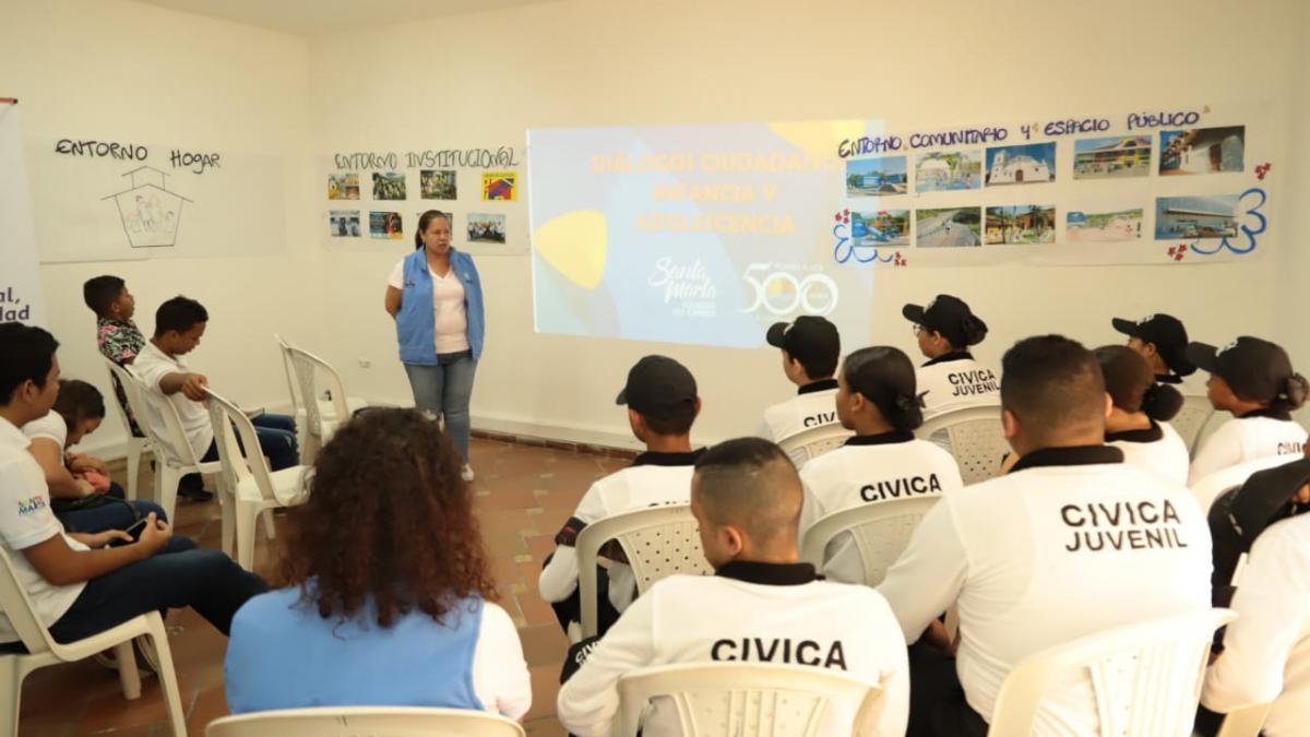Alcaldía realiza diálogo ciudadano con niños y jóvenes del Distrito