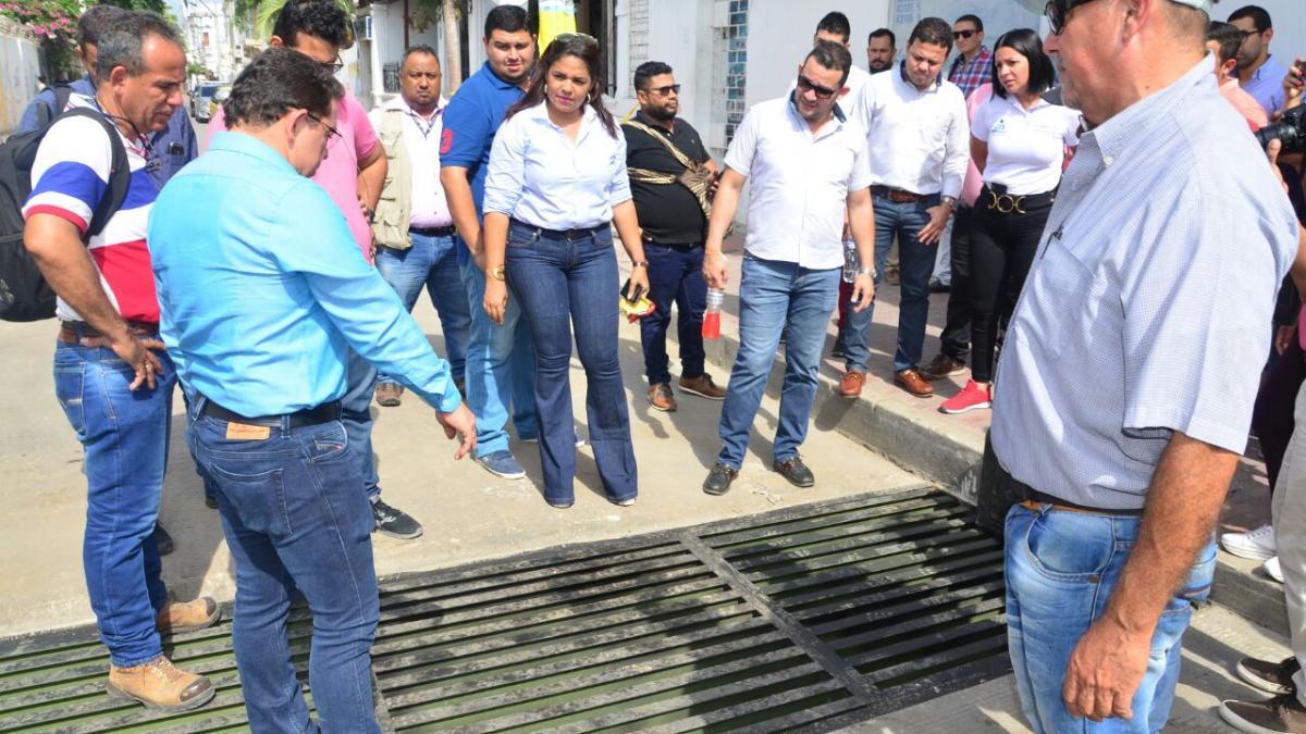 Se inicia instalación de 70 tapas y 6 rejillas en redes de alcantarillado del Centro Histórico