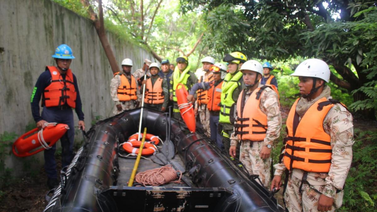 Autoridades de seguridad navegaron el río en búsqueda de los niños desaparecidos