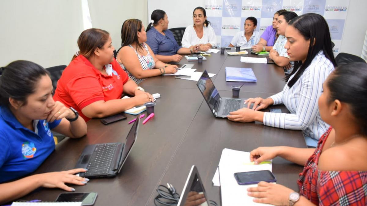 Distrito coordina mesa interinstitucional para evaluar atenciones a menores con transmisión materna de VIH