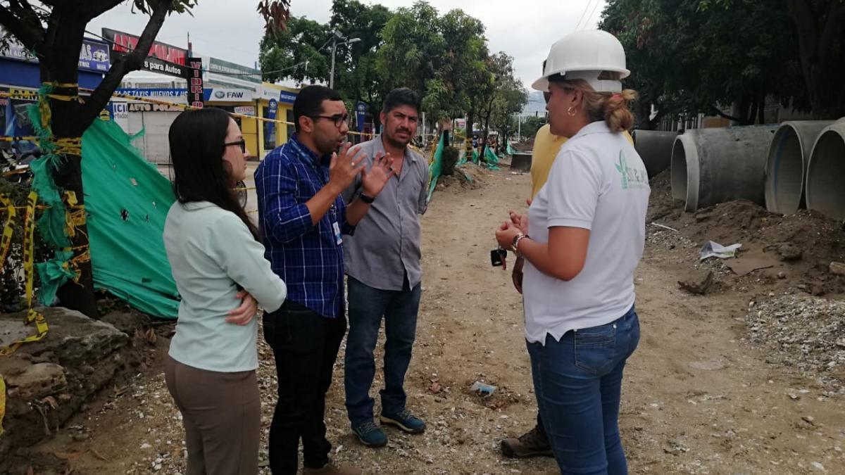 Secretaría de Movilidad arregla daños en el semáforo de la 22 con 8